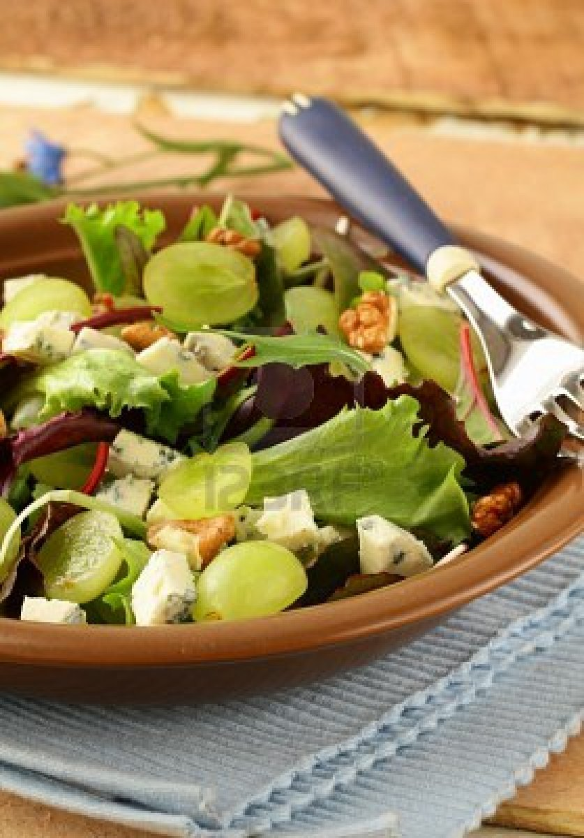 Chicken Blue Cheese Salad With Grapes and Walnuts