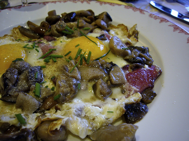 Country-Style Mushrooms with Eggs
