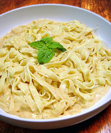 Fettuccine Alfredo (Low Fat Version)