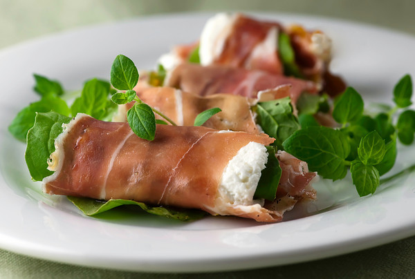 Fig, Arugula and Prosciutto Rolls