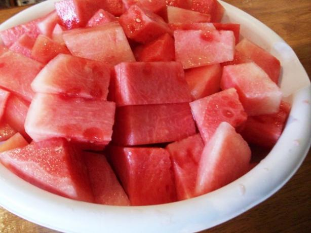 How to Disect a Whole Watermelon (Fast N Easy)