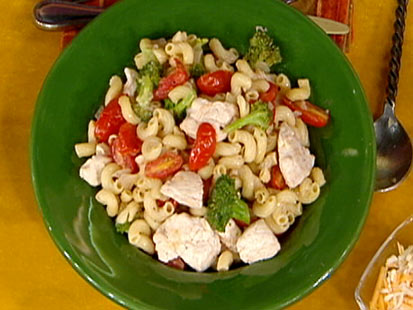 Macaroni With Chicken, Broccoli and Tomatoes