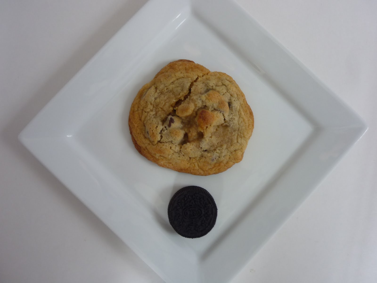 Mock-Levain Bakery Chocolate Chip Cookies