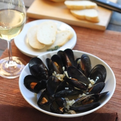 Mussels with Thyme and Shallots