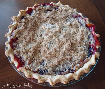 Nectarine-Berry Pie