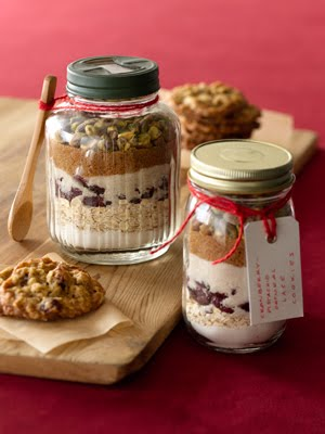 Oatmeal-Cinnamon Toffee Cookies in a Jar (For Gift Giving)
