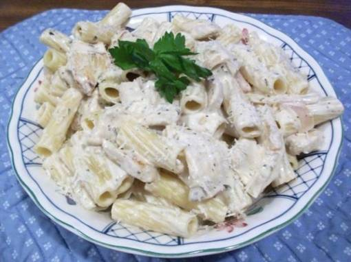 Pasta With Chicken in a Light White Wine and Fresh Herb Sauce