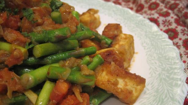 Sauteed Asparagus With Curried Tofu and Tomatoes
