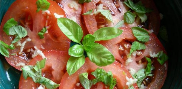 Simple Garlic Basil Tomato Salad