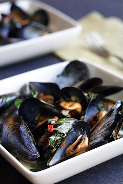 Steamed Thai Mussels
