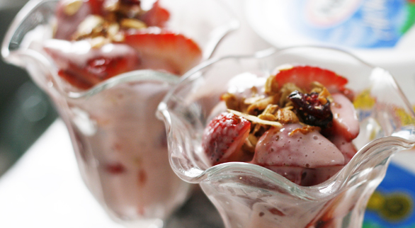 Strawberries & Yogurt Sauce