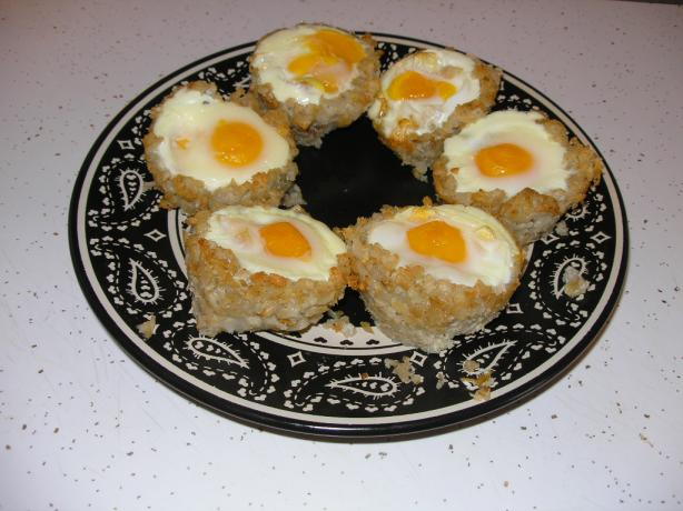 Tater Tot Cups With Cheese and Eggs